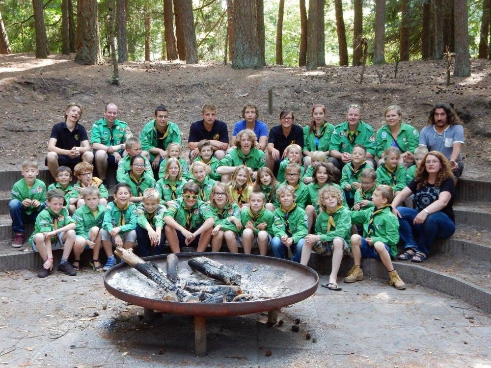 Groepsfoto bij op kamp 2015